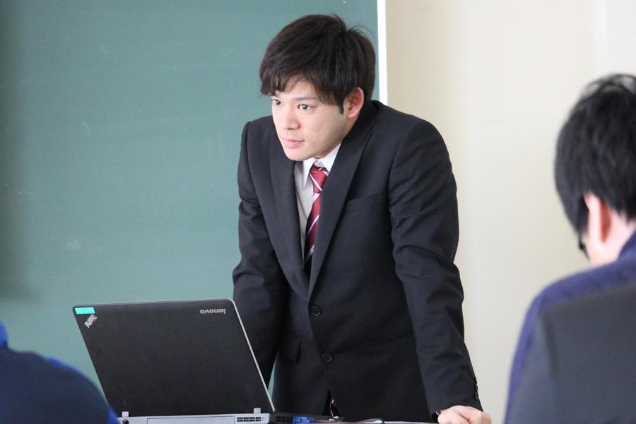 現代マネジメント学部 卒業研究発表会