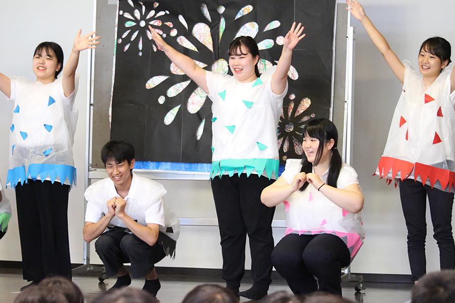 桜井幼稚園で演劇の発表(こどもの生活専攻)