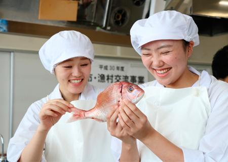 漁業士さん直伝の技で新鮮な魚介類を調理!