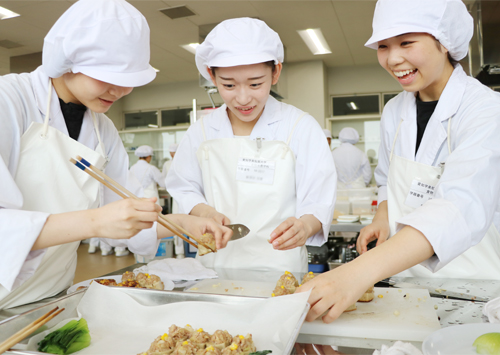 産学連携プロジェクト「食物栄養学科×(株)麩屋万」