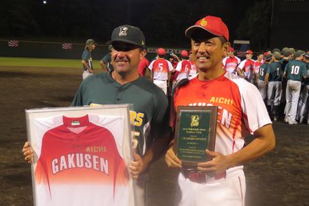 野球部がアメリカのハイスクールのチームと親善試合