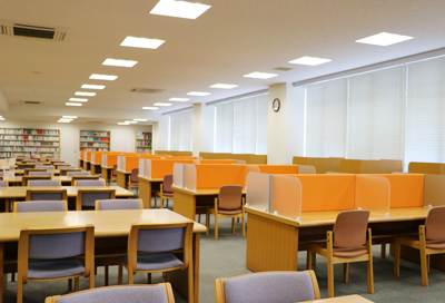 図書館に個別学習スペースが増設されました